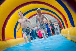 Mega Blubber Power Race op de Zomer op Zwitsal Festival