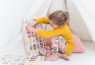 Met deze luikjeskalender voor kinderen beleven ze een jaar plezier