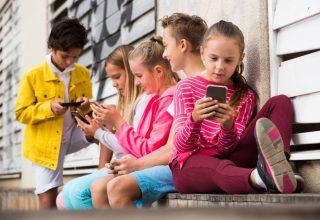 Is je kind toe aan een eerste mobieltje? Hallo mobiele telefoonopvoeding!