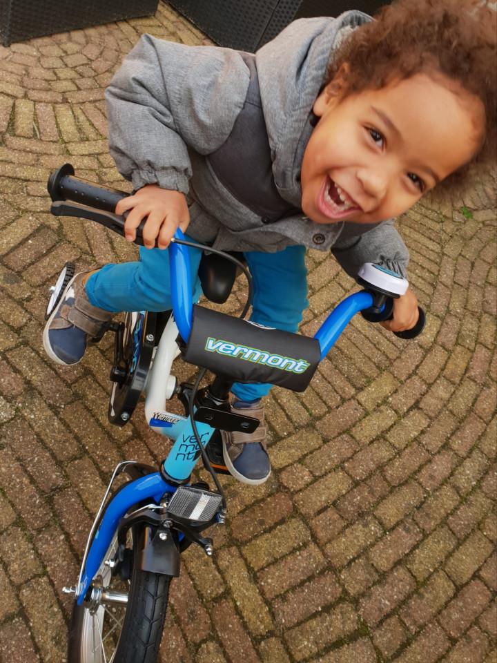 Eerste kinderfiets van Bikester   8 Days of Christmas